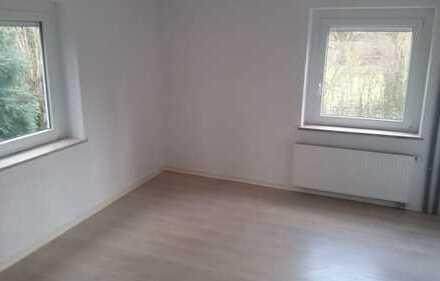 Stilvolle, modernisierte 4-Zimmer-Erdgeschosswohnung mit Balkon und Einbauküche in Ulm