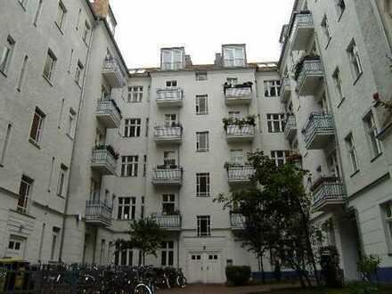 Pappelallee! Lichtdurchflutetes Singleapartement - EBK - Balkon - Dielen - ca. 31 m² - 555 € warm