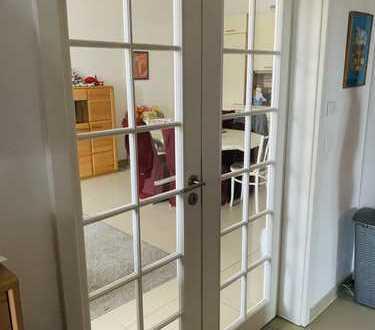 Vollständig renovierte 4-Zimmer-Wohnung mit Balkon und Einbauküche in Leipzig
