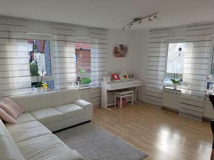 Schöne helle vier Zimmer Wohnung