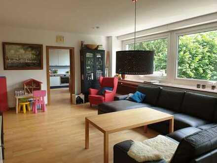 Wohnen am Stadtpark: 3 Zimmer Whg mit Balkon und Garage in Top - Lage
