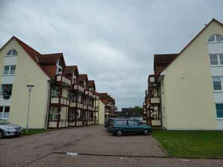 Delitz am Berge, 2 Zimmer mit 2 Balkonen / Laminat zu vermieten