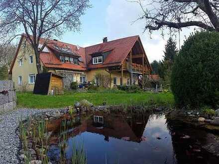Exklusive Wohnung am Stadtrand Nürnbergs mit EBK, großem Garten und Schwimmteich