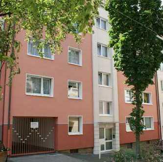 Stadtnahe Wohnung mit Balkon, Aufzug, Garage und modernem Tageslichtbad zu vermieten!