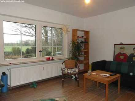 Schöne kern sanierte Wohnung mit Balkon und Gartenanteil