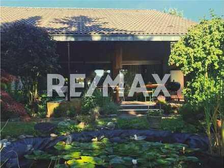 RE/MAX - Architektenhaus mit traumhaftem Garten und Wohngalerie!