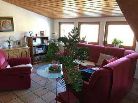 Schöne helle 3-Zimmer-DG-Wohnung mit Balkon in Dettingen an der Erms - Ortsteil Buchhalde