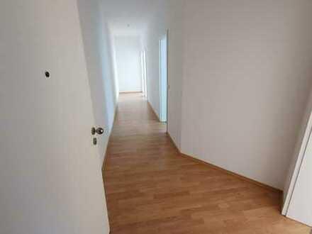 Sanierte 2- Raum- Wohnung im Zentrum der Stadt