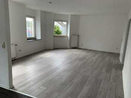 Freundliche, vollständig renovierte 4-Zimmer-Wohnung zur Miete in Aachen