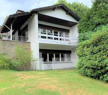 Individueller und großzügiger Wohntraum mit Einliegerwohnung und großem Garten in top Lage!