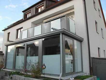 Ab sofort verfügbar:Tolle- frisch renovierte 4 Zimmerwohnung mit Balkon + EBK.+ Garage in N.-Boxdorf