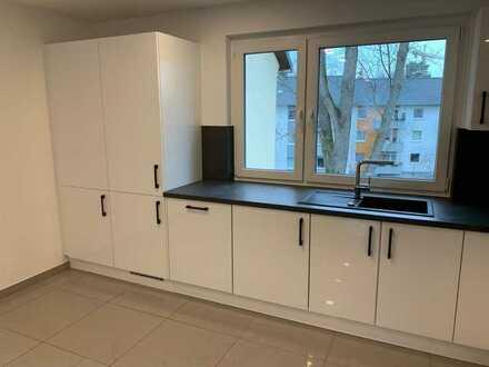 2 Zimmer Wohnung SANIERT mit Balkon und Küche, teilmöbliert!