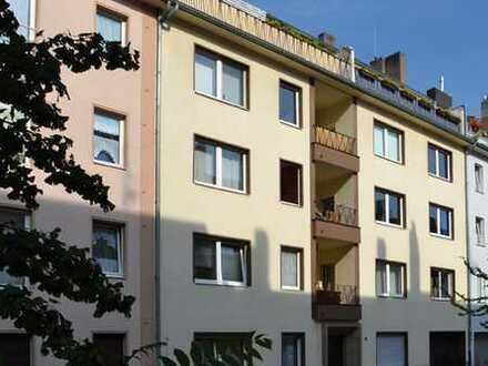 Stadtmitte RUHIG + ZENTRAL: Schöne 3-Zimmer-Wohnung mit großem Balkon in den Innenhof!