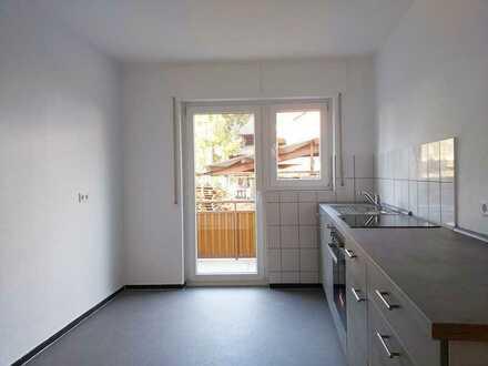 Geräumige 1-Zimmerwohnung mit Einbauküche und kleinem Freisitz in Karlsruhe-Hagsfeld!