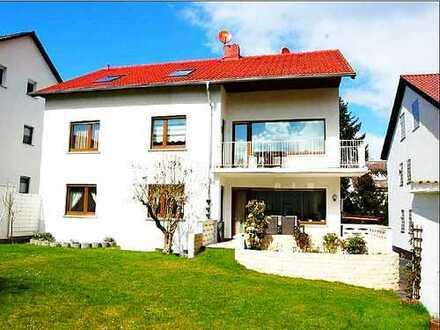 Exclusive Erdgeschosswohnung in bevorzugter Wohnlage! Viel Raum, Eigengarten und Garage!
