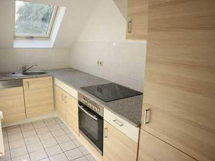 Dachgeschoss-Whg. / Einbauküche ! Laminat / Bad mit Fenster !!!
