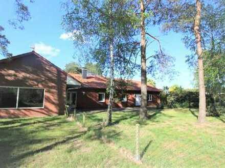 Gepflegter heller Bungalow mit großem Grundstück in idyllischer Lage am Wald !