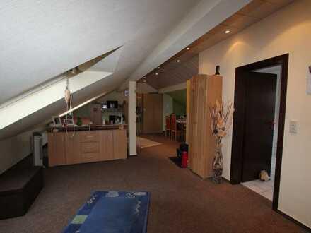 Helle, gepflegte 1-Zimmer-Dachgeschosswohnung in Dannstadt