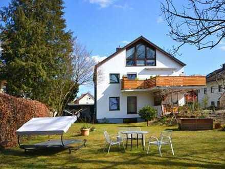 2,5-Zi.-Dachgeschosswohnung in ruhiger Lage, idyllischer Garten, Erbpacht