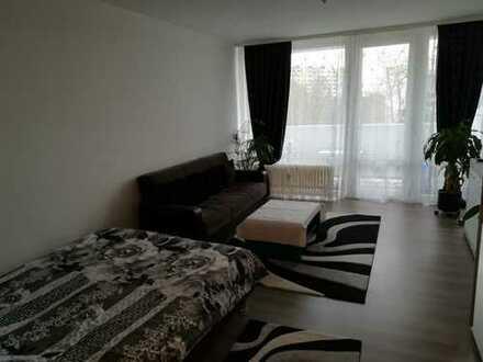 Stilvolle, vollständig renovierte 1-Zimmer-Wohnung mit Balkon und Einbauküche in Heusenstamm