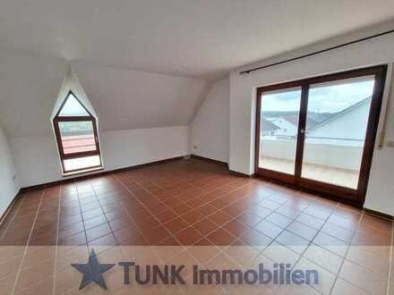 Schöne Aussicht - 3 Zi. DG-Wohnung mit Balkon in Goldbach!