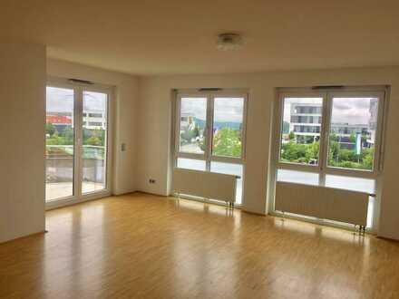 Stilvolle, neuwertige 4-Zimmer-Penthouse-Wohnung mit Balkon und Einbauküche in Holzgerlingen