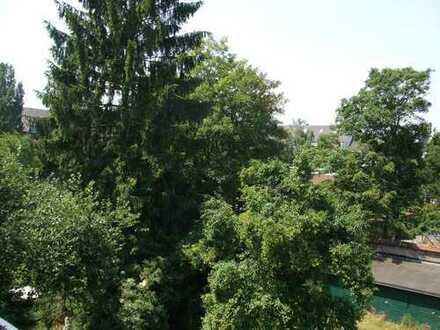 Helle Wohnung mit 10 qm Balkon!