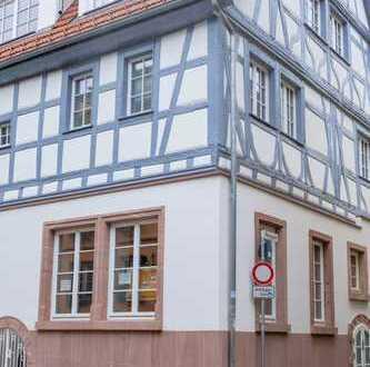 Laden- oder Büroeinheit im Erdgeschoss eines historischen Fachwerkhauses Nähe Heidelberg