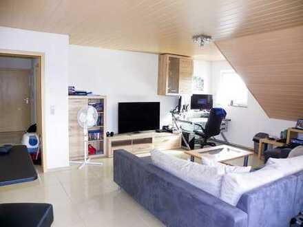 Eine hochwertige , Top moderne 3 Zi. DG Wohnung mit Balkon und Garage...