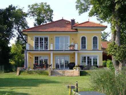 Luxuriöse Traum-Villa auf 2100 m2 Wassergrundstück mit eigenem Bootsanleger Nahe Berlin!