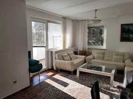 Wunderschöne 4 Zimmerwohnung mit Balkon in Sachenhausen-Süd!
