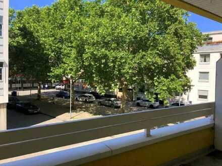KL-Innenstadt: Großzügige schwellenfreie Eigentumswohnung mit 3 Zimmern, Balkon und Garage
