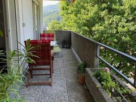 2,5 Zimmer Wohnung mit tollem Blick vom großen Balkon!