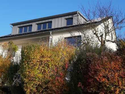 3 - Zimmer - Wohnung, komplett neu, mit Balkon und toller Aussicht in ruhiger Südhanglage
