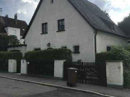 664 qm Grundstück mit renovierungsbedürftigem Haus & Garage inkl. Option auf Neubau Doppelhaushälfte