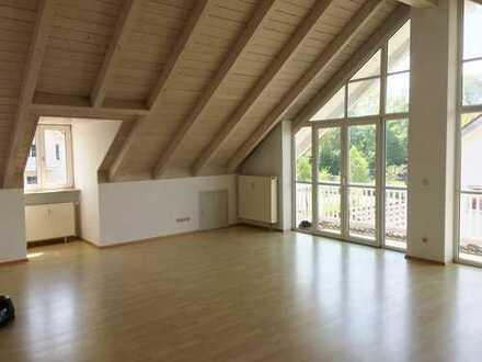 Schöne 3 Zimmer-Dachgeschoßwohnung mit Panoramfenster und 2 Balkone