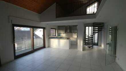 5-6-Zimmer-Maisonette-Wohnung mit Balkon, Terrasse, Garten, Einbauküche und offener Kamin