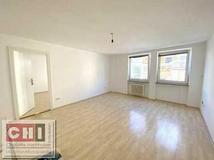 Mitten-im Zentrum - ruhige 2 Zimmer Wohnung - mit kleiner Wohnküche - sofort frei