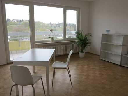 2-Zimmer-Wohnung,. EBK und Balkon: teilmöbliert, Erstbezug nach Sanierung in Mainz-Gonsenheim