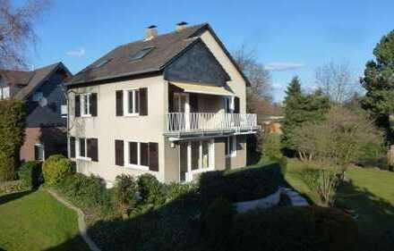 Geräumiges Einfamilienhaus mit viel Charme, einer separaten Garage und 900m² großem Grundstück!
