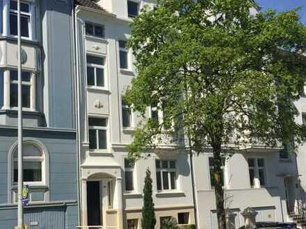 Charmante Altbauwohnung mit Balkon/ Wintergarten in zentraler Lage von Mülheim/ Nähe Oppspring