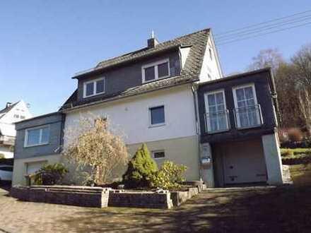 Vielseitiges Haus für die große Familie mit 2 Garagen in guter Lage von Neunkirchen-Salchendorf