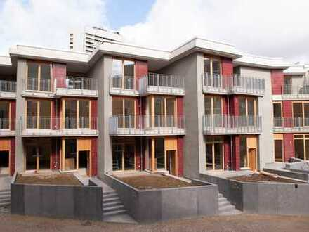 NEUBAU-ERSTBEZUG: Charmantes Townhouse in zentraler Innenstadtlage
