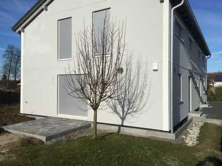 Erstbezug moderne Doppelhaushälfte