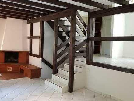 Saniertes Einfamilienhaus mit fünf Zimmern und Einbauküche in Stromberg, Stromberg