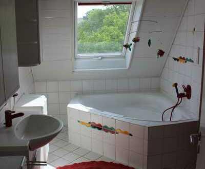 3-Zimmer-Dachgeschosswohnung mit Balkon und Einbauküche in Niefern-Öschebronn