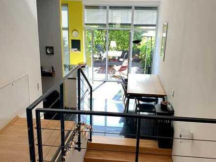 2 Zimmer (jew. ca. 16 qm) + eigenes Bad und Kellerraum in 2er-WG mit Terrasse im Kölner Süden zu ver