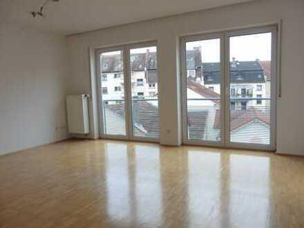 Schöne 2-Zimmerwohnung mit Balkon und TG-Stellplatz in AB-Stadtmitte zu verkaufen !