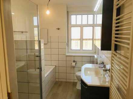 Hübsche helle neu renovierte 4-Zimmer-Wohnung in Lemgow, neue Einbauküche und Bad