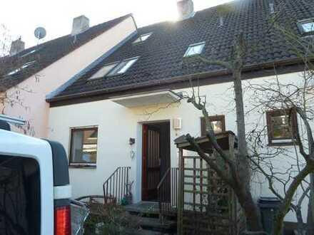 Modernisiertes Reihenhaus mit sechs Zimmern und Einbauküche in Bubenreuth, Bubenreuth
